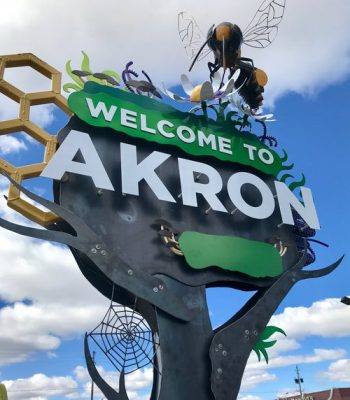"""W. Market """"Welcome to Akron"""" Signs"""