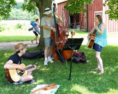 Music in the Valley – Folk & Wine Festival